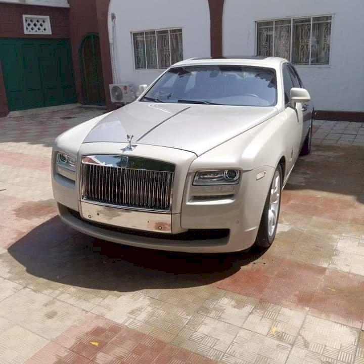 This is the Rolls Royce 2021 Model, worth N200 million naira donated to the emir of kano, Alhaji Aminu Ado Bayero by Alhaji Abdulsamad Isiyaka Rabiu, President of BUA Groups.