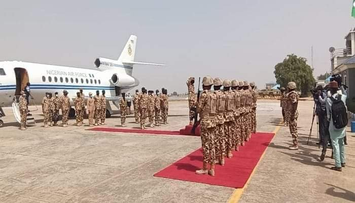 Defence minister, service chiefs storm Maiduguri amidst renewed insurgent attacks